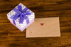 Gift box and envelope Royalty Free Stock Photos