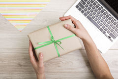 Gift box with green ribbon Royalty Free Stock Photos
