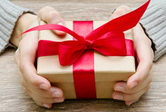 Gift box in the hands Royalty Free Stock Images
