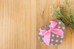 Gift box on old wood Royalty Free Stock Photography