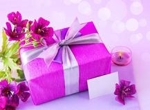 Gift box with pink flowers Royalty Free Stock Images