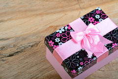 Gift box with pink ribbon Royalty Free Stock Photography