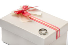 GIFT BOX RED BOW DIAMOND RING Stock Images