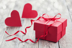 Gift box with red bow ribbon and two paper heart  Royalty Free Stock Photos
