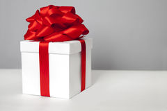Gift box with red ribbon bow Royalty Free Stock Images