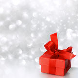 Gift box in red Royalty Free Stock Photography