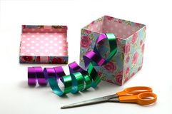Gift box and scissors Royalty Free Stock Photos