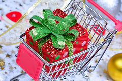 Gift box in a shopping cart Royalty Free Stock Photo