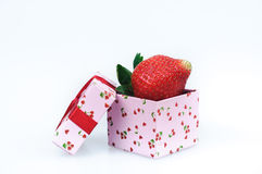 Gift box of strawberries Royalty Free Stock Photography