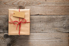 Gift box with tag Royalty Free Stock Photos