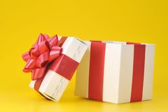 Gift box on yellow Royalty Free Stock Photos