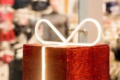 Gift boxe op de achtergrond van een lingerieopslag Reclame, verkoop, manierconcept Schoonheid, Gift, het winkelen, manier royalty-vrije stock fotografie