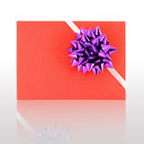 Gift card with violet ribbin bow Royalty Free Stock Photos