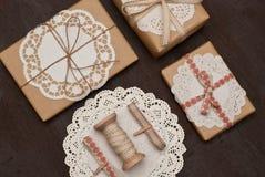 Gift. Confezione e decorazione pacchi regalo Stock Images