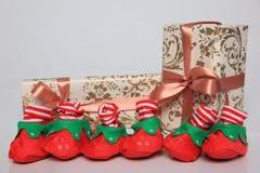 Gift de verpakking kan van diverse grootte en kleuren zijn maar de vreugde om hen te ontvangen is altijd groot Stock Foto's