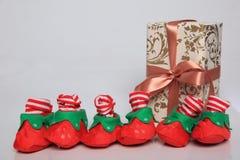 Gift de verpakking kan van diverse grootte en kleuren zijn maar de vreugde om hen te ontvangen is altijd groot Royalty-vrije Stock Foto's