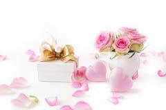 Gift en bloemen stock foto