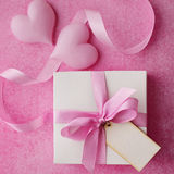 Gift with a note Royalty Free Stock Images