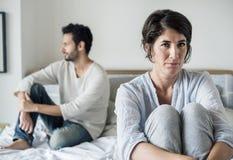 Gift olyckligt problemförhållande för par royaltyfria bilder