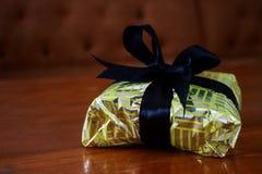 Gift op Houten Bureau Royalty-vrije Stock Foto