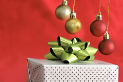 Gift package with bow Royalty Free Stock Images