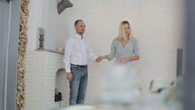 Gift par nära felika ljus hemma lager videofilmer