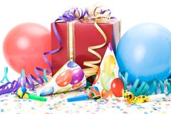 Gift, partijhoeden, hoornen of fluitjes, confettis Royalty-vrije Stock Afbeelding