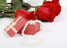 Gift with a pearl necklace Royalty Free Stock Photos