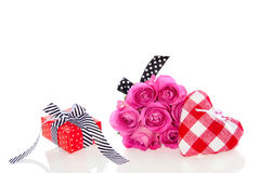 A gift with pink roses Royalty Free Stock Images