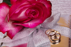 Gift and red rose Stock Photography
