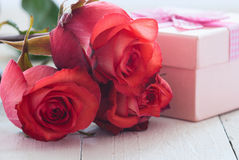 Gift with roses Royalty Free Stock Images