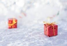Gift van Kerstmis defocused lichtenachtergrond royalty-vrije stock foto