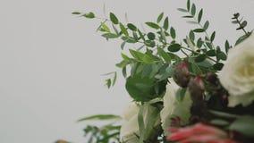 Gifta sig ärke- garnering för blomma Gifta sig bågen som dekoreras med blommor lager videofilmer