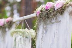 Gifta sig bågen royaltyfria bilder