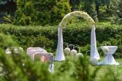 Gifta sig bågen Härlig ceremoni Royaltyfri Fotografi