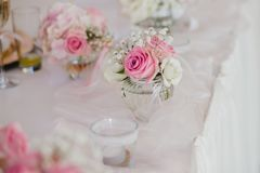 Gifta sig blommabrudbuketten Arkivfoton