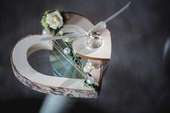 Gifta sig blommabrudbuketten Arkivbild