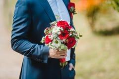 Gifta sig blommabrudbuketten Arkivbilder
