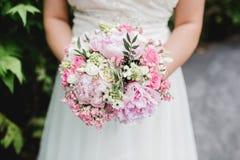 Gifta sig blommabrudcirklar Arkivfoton