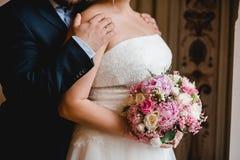 Gifta sig blommabrudcirklar Arkivbild