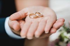 Gifta sig blommabrudcirklar Arkivfoto