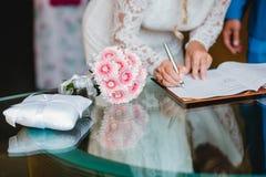 Gifta sig blommabukettcirklar Royaltyfria Bilder