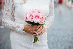 Gifta sig blommabukettcirklar Royaltyfri Fotografi