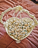 Gifta sig blommakorg Royaltyfri Bild