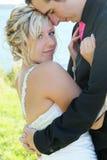 Gifta sig - brud och brudgum arkivfoto
