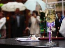 Gifta sig. Champagne. Åtaganden. Royaltyfria Bilder