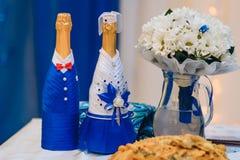 Gifta sig champagnenygifta personer royaltyfri foto