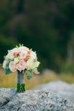 Gifta sig den brud- buketten av Lisianthus och Cineraria försilvra på Royaltyfri Bild