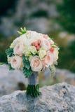 Gifta sig den brud- buketten av Lisianthus och Cineraria försilvra på Royaltyfria Bilder