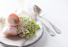 Gifta sig den eleganta äta middag tabellinställningen arkivfoton